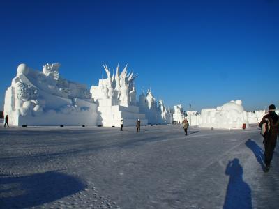 ハルビン旅その2 雪祭り会場で踊るキャラクターはプロ意識ゼロの巻