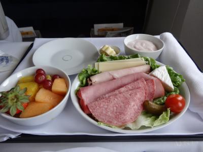 成田に着く手前では、昼食が出ます。