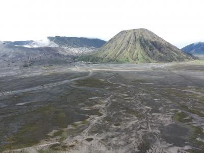 バリ島からジャワ島・ブロモ山へのツーリング