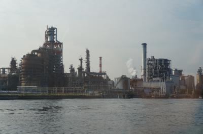 ●海から見る京浜工業地帯