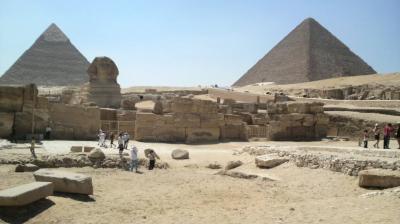 ギザのピラミッドと考古学博物館・エジプト(09.07)
