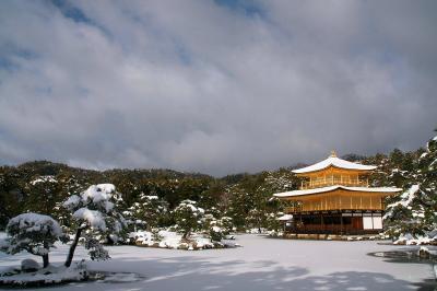 京都が大雪と聞いたので(その1、雪化粧の金閣寺)