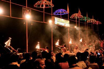 バラナシのプジャーは観光祭だね。