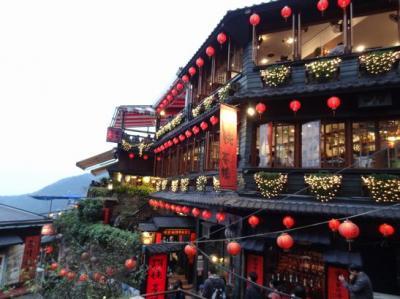 初めての台湾<2> 阜杭豆漿で朝食・龍山寺・十分で天燈上げ・九分へ