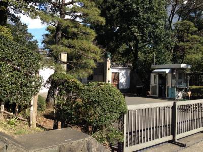 皇宮警察官に警戒されながら東宮御所(赤坂御所)がある赤坂御用地を一周