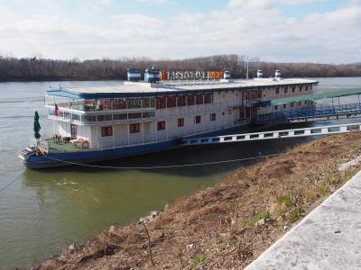 スロバキア ブラチスラバ ボテナマリーナホテル レトロな船舶に宿泊