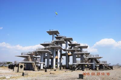 2015 富津岬先端にある寂れた明治百年記念展望塔と東京湾眺望