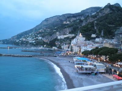 南イタリアとドブロブニク(3) 今日はナポリからソレントへ行き、ソレントからバスでアマルフィ海岸を見ながらアマルフィへ・・・