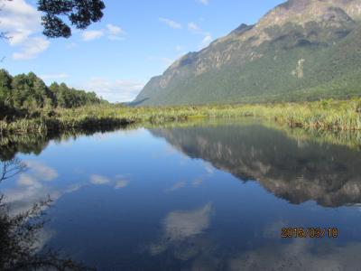 「ニュージーランド『感動』の1週間」(23)ミルフォード・トラックの鏡池。
