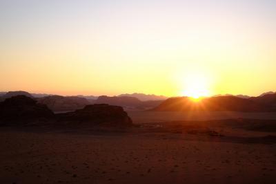 ヨルダン6日間 vol.3 エルハズネを眼下に望んだ!砂漠で寝た! 編