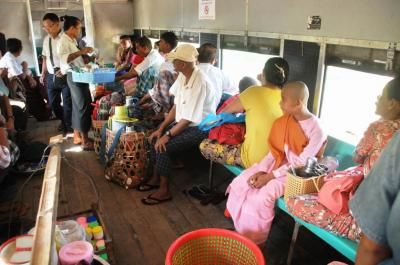 ヤンゴン近郊環状線(4)乗客たち