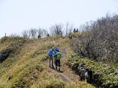 2015.4 登山日和、伊達紋別岳も大賑わい!