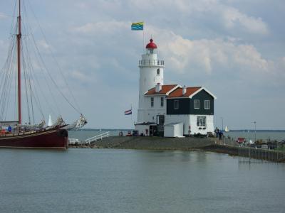 オランダのマルケン(Marken)島とフォーレンダム(Volendam)