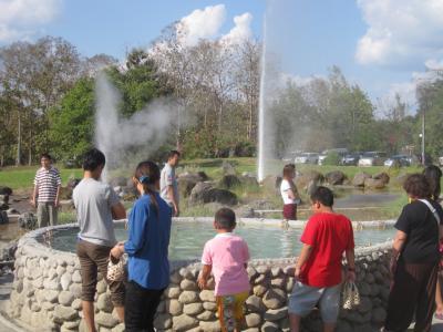 2014 チェンマイ2日目はSPチキンで昼ごはん食べてからサンカンペーン温泉へ!