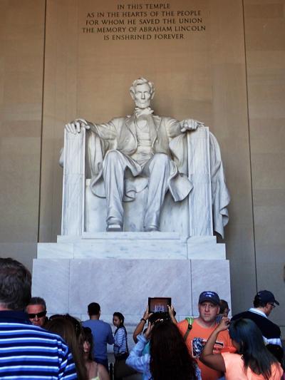 アメリカ東海岸とカリブ海まで行って来ました!! > サクラ咲くワシントンDCのアーリントン墓地・リンカーン記念堂へ GO ! (快晴の日曜日)