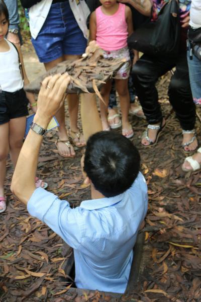ベトナム :  クチトンネル、 水上人形劇