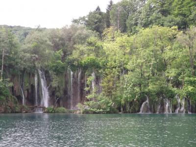 プリトビッチェ湖群国立公園。雨が降り過ぎて見どころの歩道が歩けず。でも実に癒される水の巨大公園。