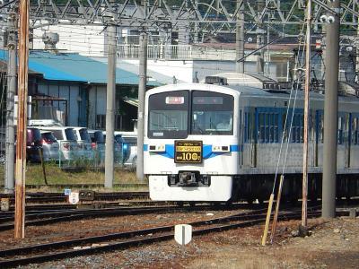 寄居駅で乗り継ぎ列車を待つ