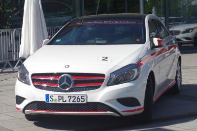 2015年 5年ぶりのドイツ⑦-1 エットリンゲン ibis styles ファミリールームとラシュタット Mercedes-Benz