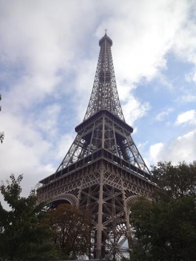 エッフェル塔に登る。