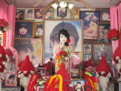 タイ・ラオス・ベトナムの旅(1)        プムプアンのお寺へ行く。
