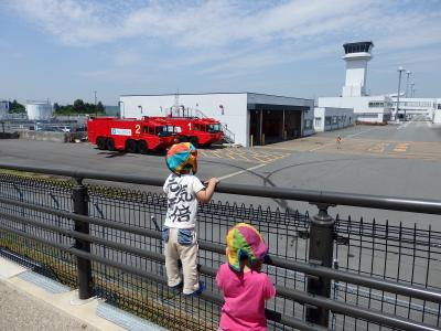 富士山静岡空港開港6周年で空港用化学消防車放水訓練とご当地キャラクターを観てきました。