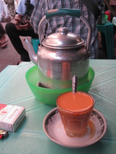 2015 ヤンゴン最後のシメは道端のきったない店でおいしいお茶飲んで、帰路便は180度反転したようにANAビジネスクラス!