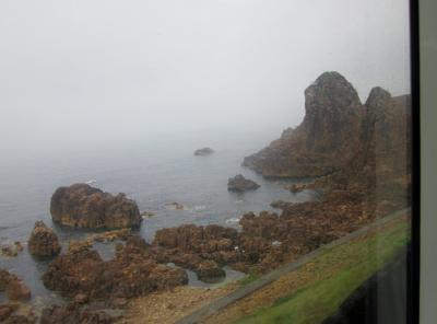 2015年夏の東北旅行1日目は「リゾートしらかみ」の中から見る雨の五能線の風景でした。