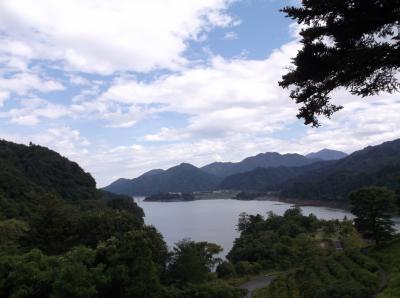 夏の宮ヶ瀬湖の鳥居原ふれあい館へ