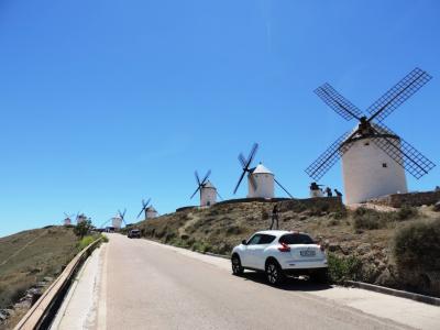 コンスエグラ_Consuegra 丘に連なる風車群!14世紀の聖ヨハネ騎士団による遺産