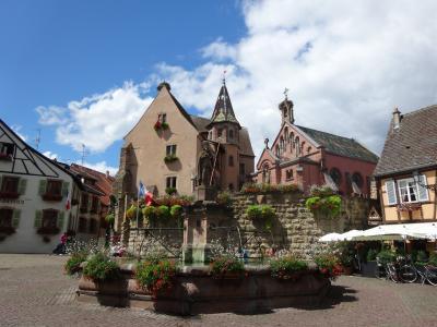 花のアルザス、 フランスで一番美しい村 エギスハイム (Eguisheim)