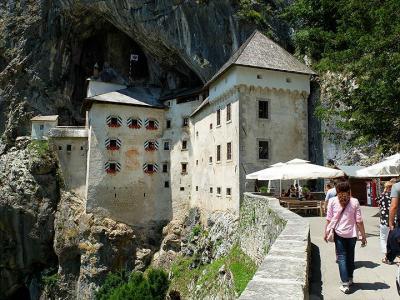 ★スロベニアあちこち (3)ポストイナ鍾乳洞から洞窟城へ