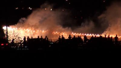 約3万発 長良川花火大会(09) 鵜匠の家 すぎ山屋上から見た花火 動画から切出し編 その2