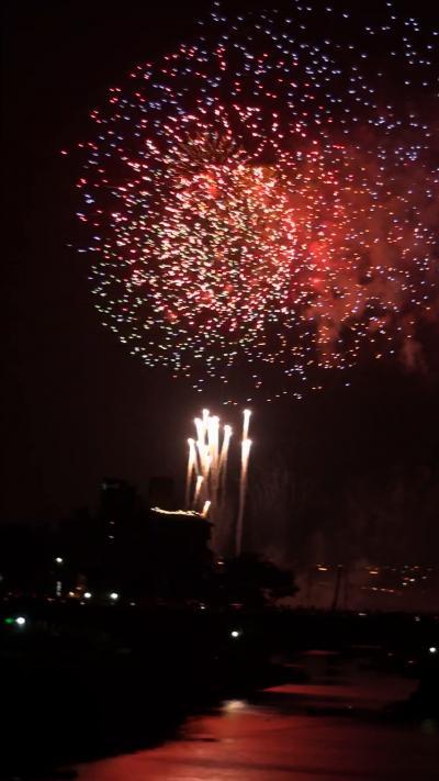 約3万発 長良川花火大会(08) 鵜匠の家 すぎ山屋上から見た花火 動画から切出し編 その1