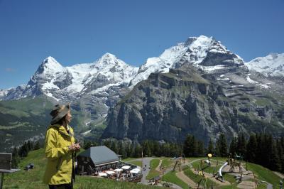 スイス花とハイキングの旅シルトホルン、ミューレン