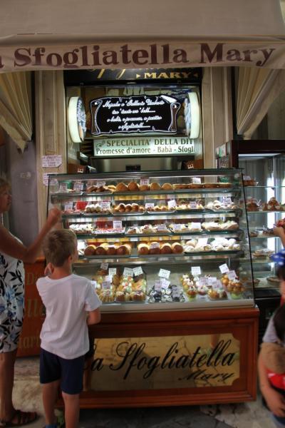 子連れ旅行 イタリア・ナポリ その3 ナポリでナポリタ-ン!?を食べるのだ <市内観光本番編>