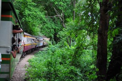 タイ旅行 ガタンゴトンっ カンチャナブリーへ鉄道の旅。