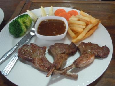 チェンマイ日記  3月3日  ランパーン 農園レストランでラム肉を食べた~