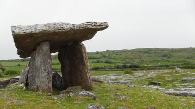 思ったよりは小さかった・・・巨人のテーブル[Portal Dolman]…レンタカーで走るアイルランド