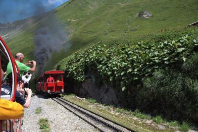 ブリエンツロートホルン鉄道BRBに乗って山頂まで~景色がとにかく気持ちイイ (スイス)