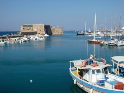 紺碧のエーゲ海に浮かぶ島々を訪ねて 【50】 イラクリオンで散策後、フェリー乗船へ