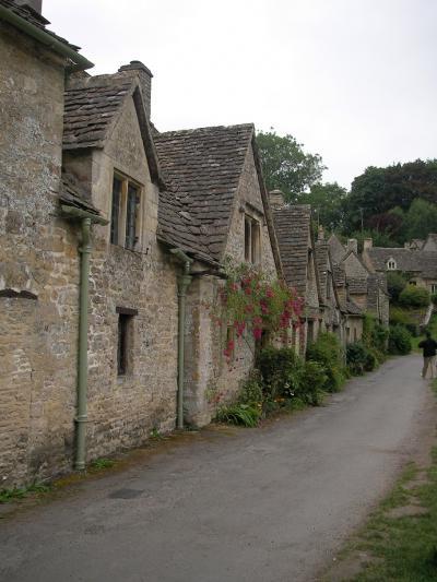 ライムストーンの家々、小川のせせらぎ・・・バイブリー