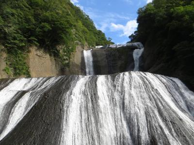 季節外れの袋田の滝 緑の中でもきれい