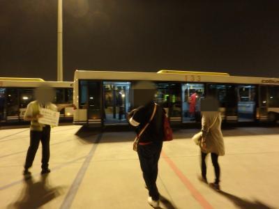 激安北京旅行・仙台空港発(上海経由)北京国際空港行きの飛行機が到着すると、2種類のバスで空港まで移動するので、乗車するバスを間違えると大変です!