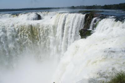 アルゼンチン③イグアスの滝にボートで突っ込む