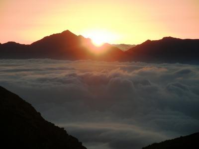 紅葉の木曽駒ヶ岳・宝剣岳を歩く・・・④早朝の日の出と雲海に浮かぶ富士山・南アルプス・八ヶ岳・御嶽山に歓喜