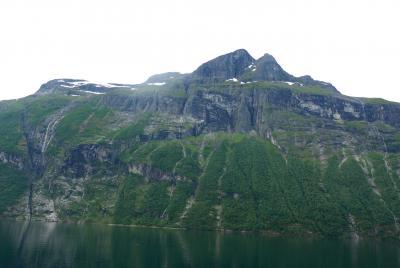 ノルウエーフィヨルドドライブ1700km 13-Geiranger Fjordをクルーズ