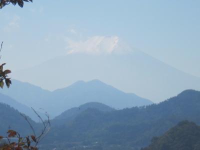 初冠雪を観測した富士山を眺めながら岩殿山登山