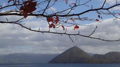 台風と初雪のはざま~紅葉の北海道①洞爺湖