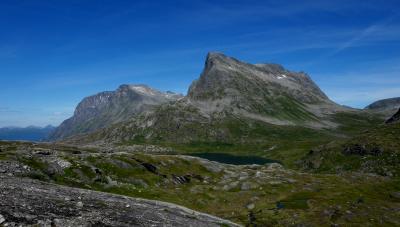 2015.8ノルウエーフィヨルドドライブ1771km 17-Valldalのいちご,Gudbrandsjuvetの急流,トロルが出そうな山々